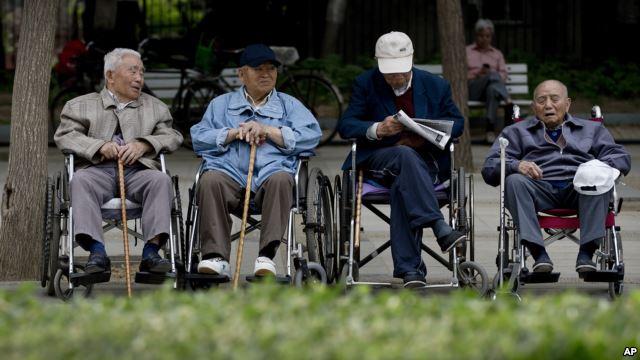 VOA慢速英语 关注人口老龄化
