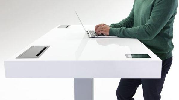 """堪比计步器的""""智能办公桌"""""""