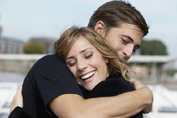 职业拥抱师,送上最暖心的拥抱