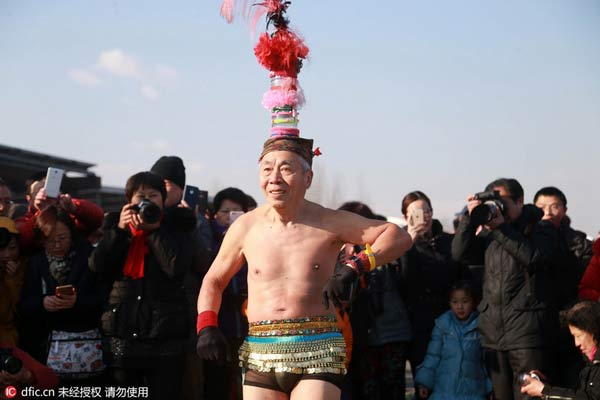 """北京""""光猪跑""""奇葩造型秀"""