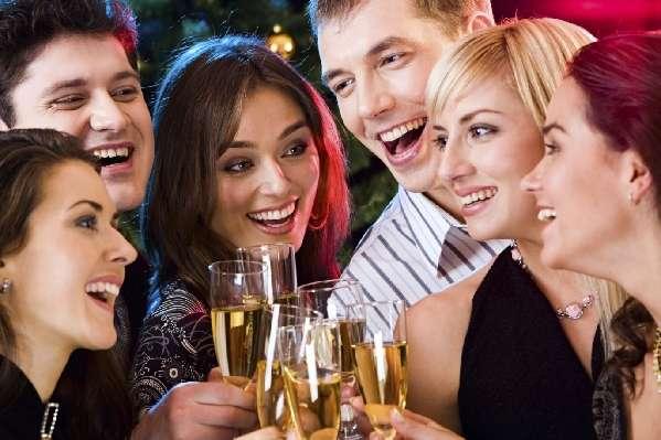 聚会上的约定和伴侣都是临时的?