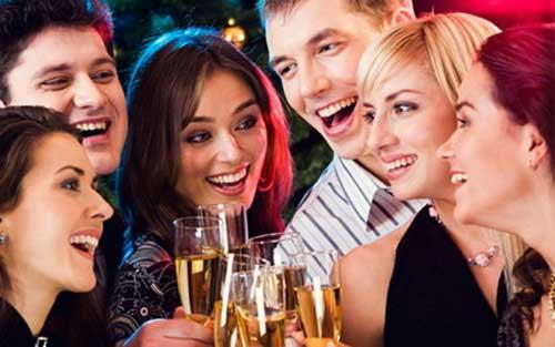 别只会傻玩,知道怎么用英语形容聚会吗?