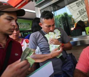 委内瑞拉通胀危机:商店收款不是点钞而是称重