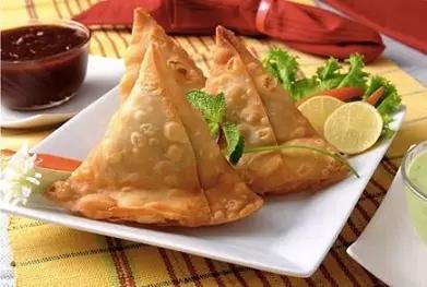 饺子是三角形的,像金字塔