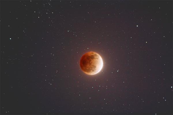 """""""超级蓝血月""""+月全食今晚现身!送你一份观天攻略"""