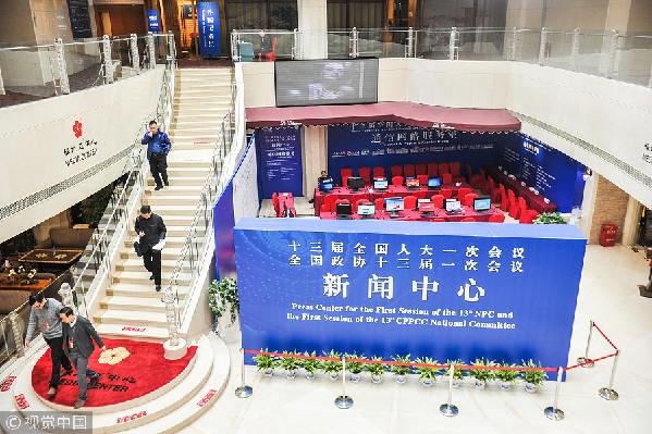 2018全国两会首次开启代表委员通道