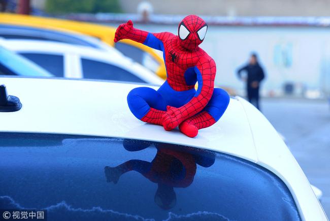 成都:车顶蜘蛛侠将被交警处罚