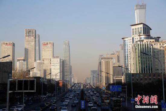 中国全面打响蓝天、碧水、净土三大保卫战