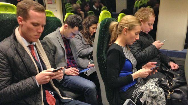 英国研究员认为通勤时收发工作邮件应算入工时