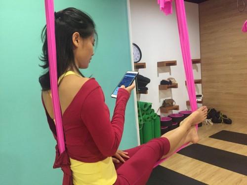 做瑜伽学英语,华尔街英语让健康学习两不误