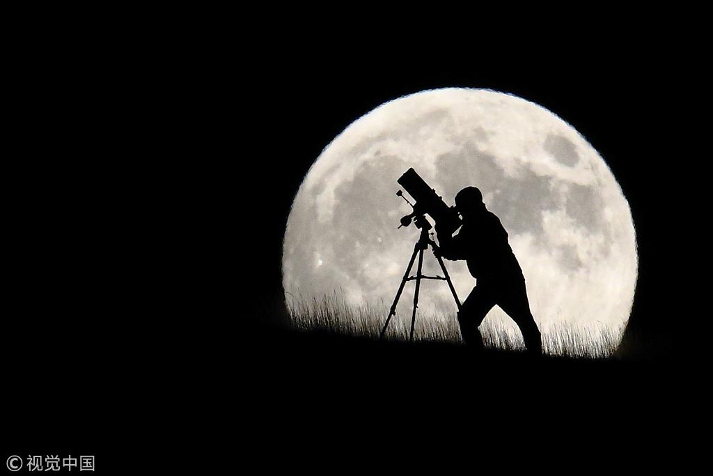 """中国""""人造月亮""""拟上天 亮度达月光8倍"""