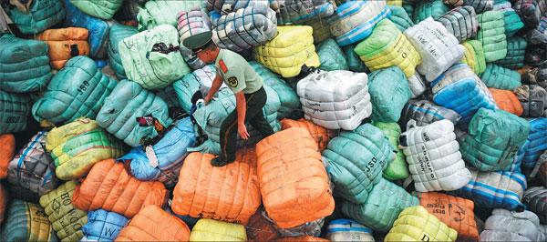 """""""洋垃圾""""禁令新增32种固体废物"""