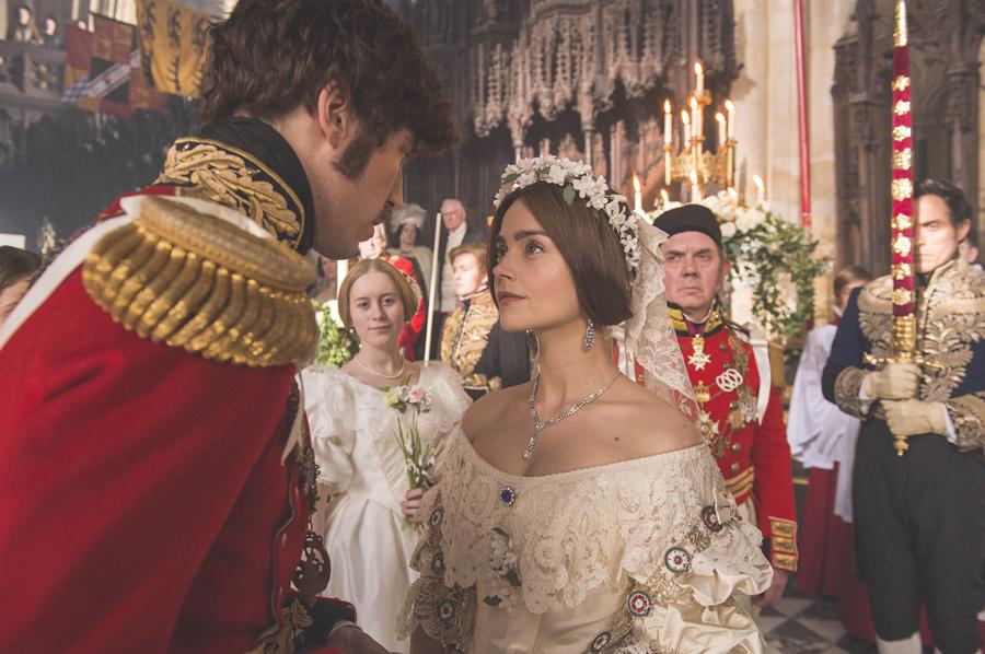 英剧《维多利亚》居然在美国先上映,英国粉丝怒了