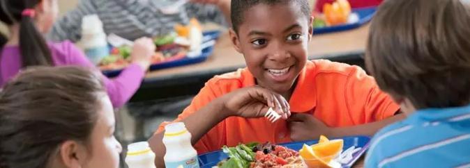 三部委发文要求中小学幼儿园建立陪餐制度