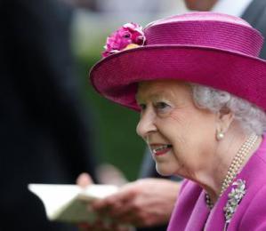 92岁女司机,英国女王宣布将不再开车