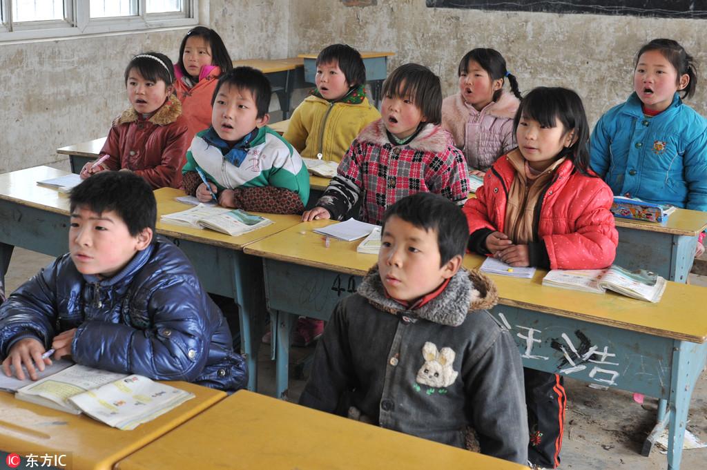 教育部:将在中西部乡村中小学设立首席教师岗位