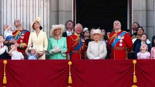梅根产后在女王生日典礼上首次公开露面