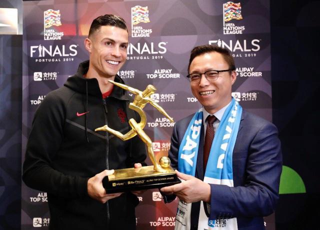 罗纳尔多在欧冠决赛中获最佳射手奖