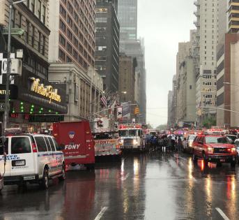 曼哈顿市中心飞机坠毁,一人死亡