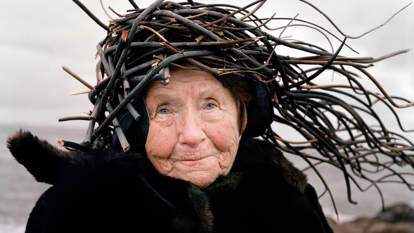艺术家二人组把老人变成自然奇观