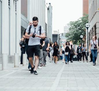 走路的速度越慢,大脑就越迟钝